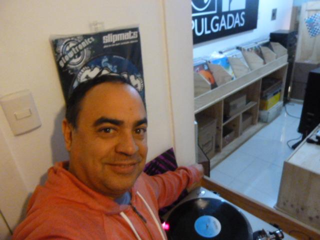 Nico en la tienda